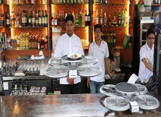 Drone Dalam Industri 4.0 waiters