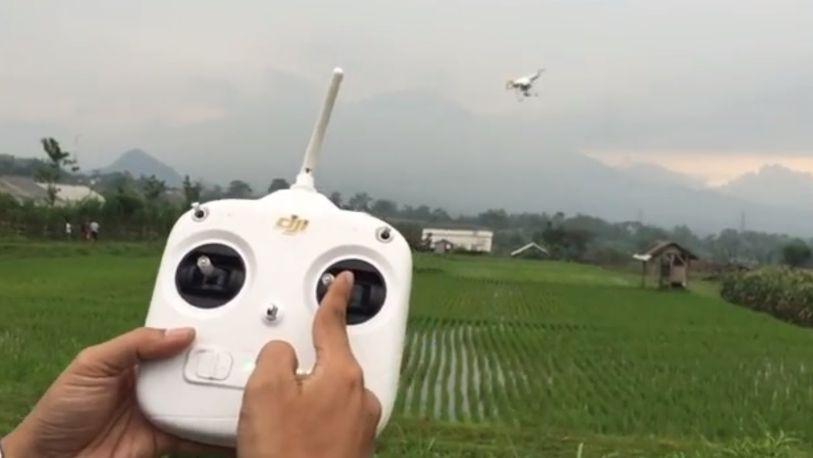 Tips Menerbangkan Drone Bagi Pemula remote