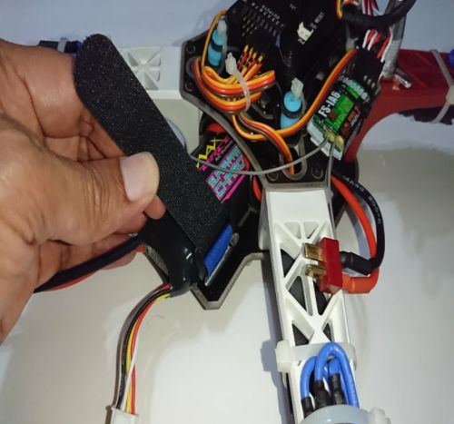 Cara Mengatasi Drone Kena Air melepas baterai