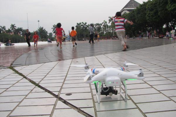 Tips Traveling dengan Drone keramaian